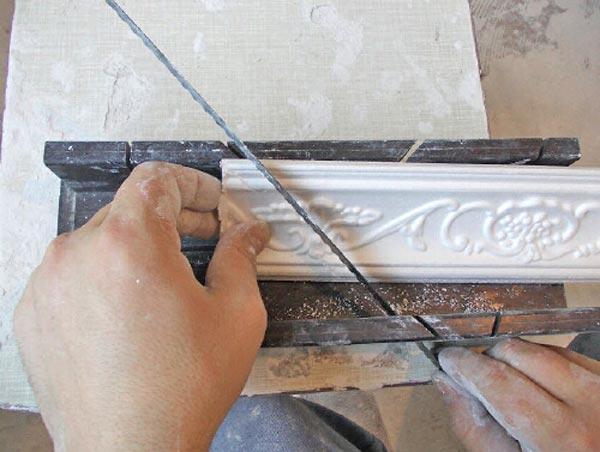 Як приклеїти багет на натяжна стеля. Як правильно наклеїти багети на стелю