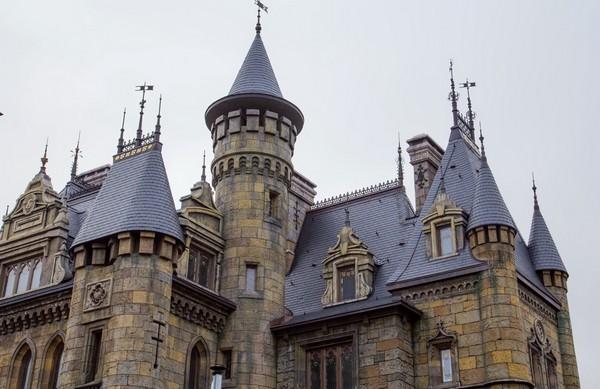 Будинок у вигляді замку. Проекти будинків в стилі замку