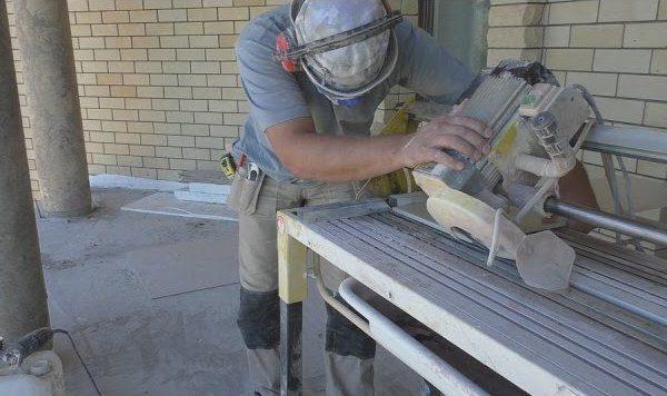 Як зробити кут на плитці 45 градусів. Заміри і обрізка плитки